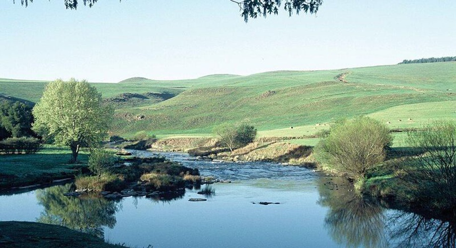 Umzimkulu river Lodge, river frontage country resort underberg accommodation